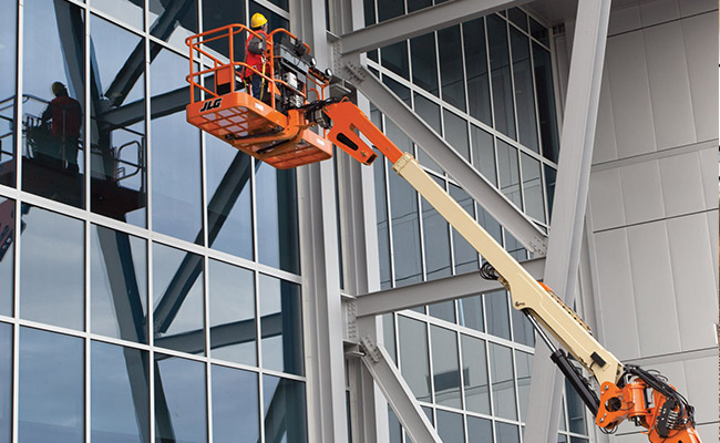 img-boom-lift-cleaning