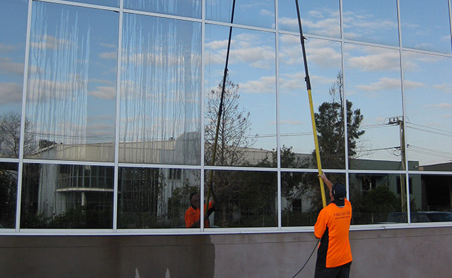 img-extended-pole-cleaning